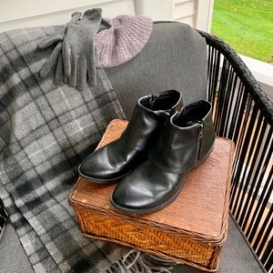 NWOT b.o.c. Cuffed ankle boots